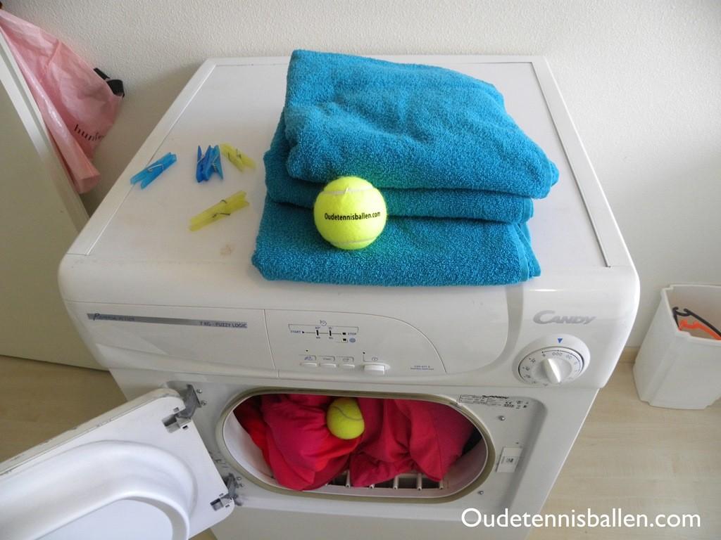 wir verkaufen gebrauchte tennisb lle. Black Bedroom Furniture Sets. Home Design Ideas